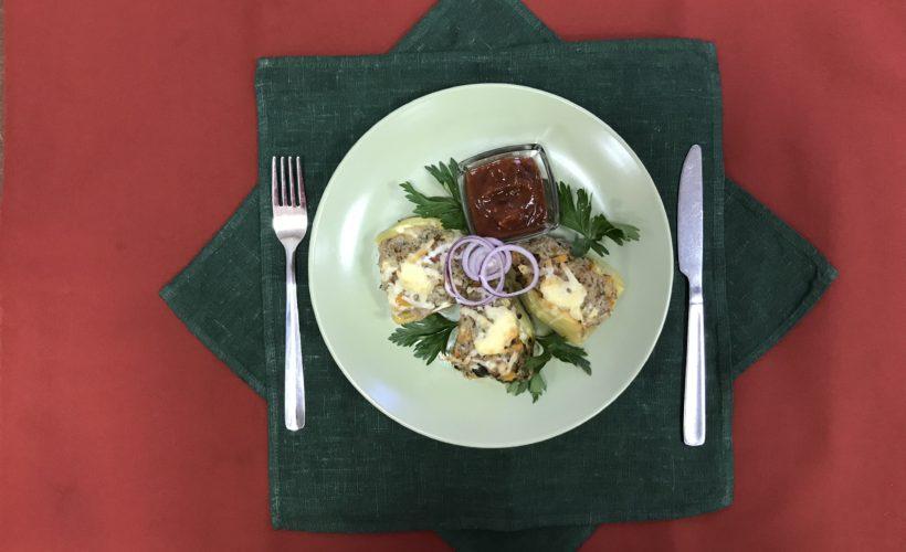 Перцы, запечённые с рубленной говядиной и овощами